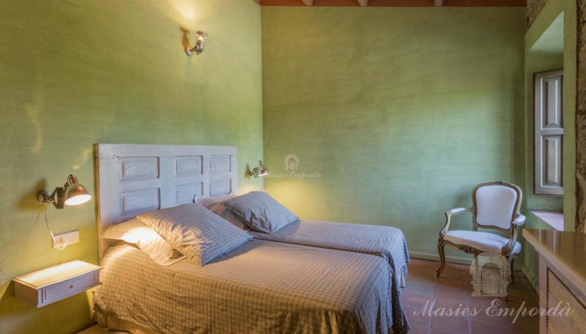 Una de las habitación dobles con baño