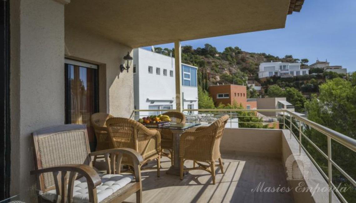 Terraza  en la planta segunda de la casa con vistas a las calas del entorno