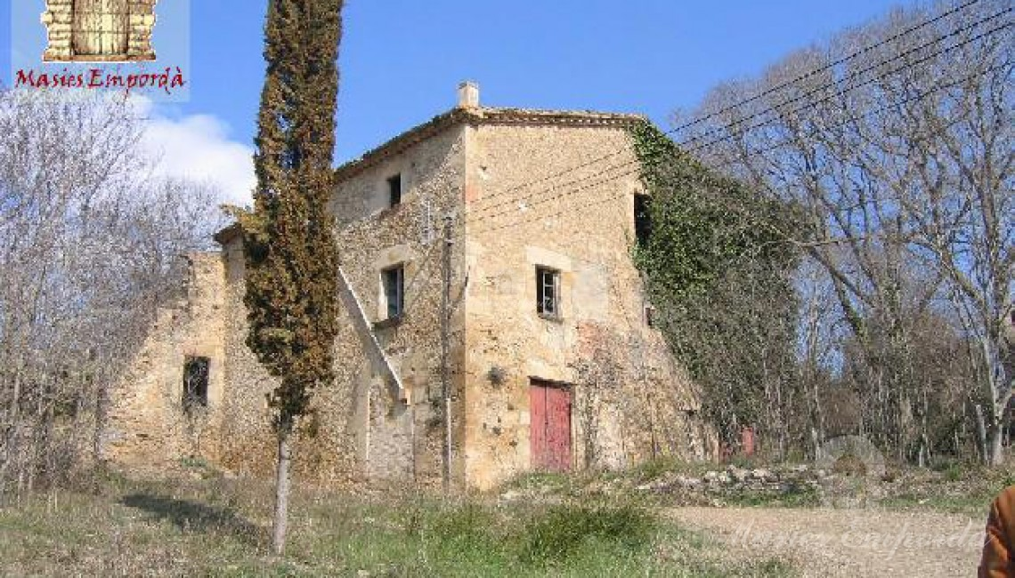 Casa anexa al castillo tambien de la propiedad