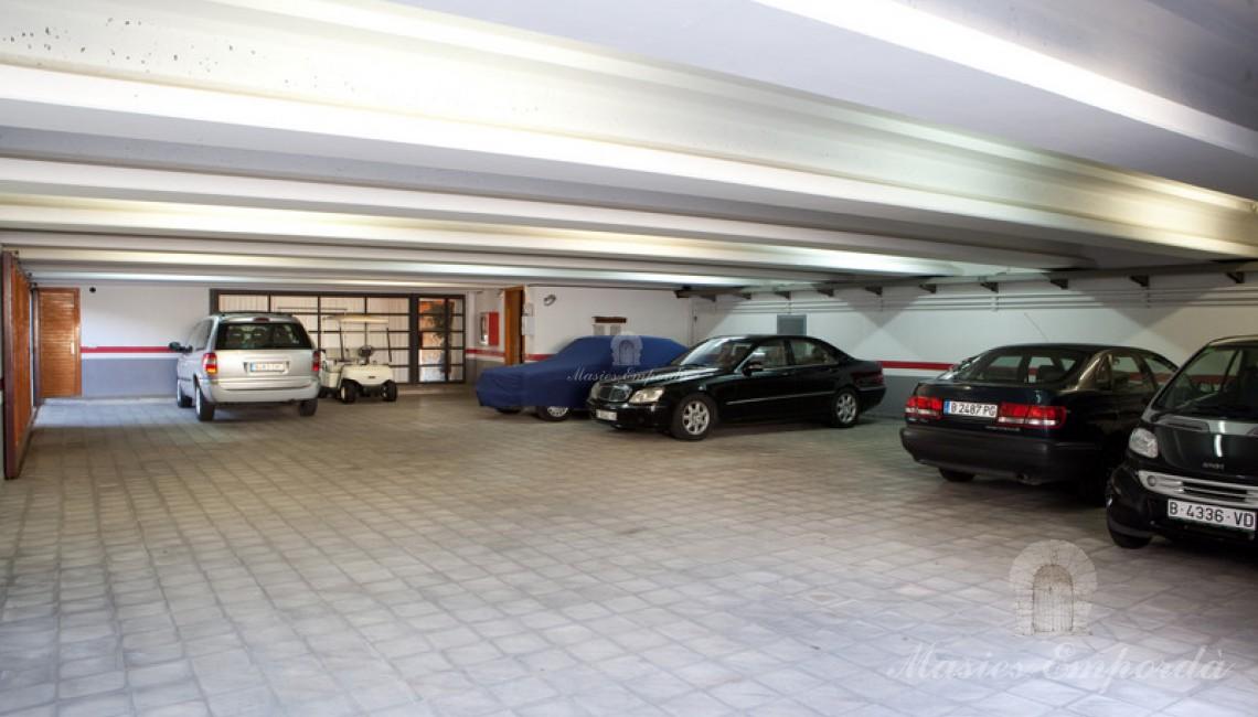 Vista del garaje de la propiedad.