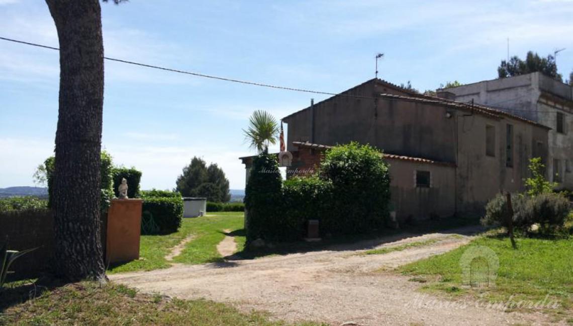 Vista de la entrada a la propiedad