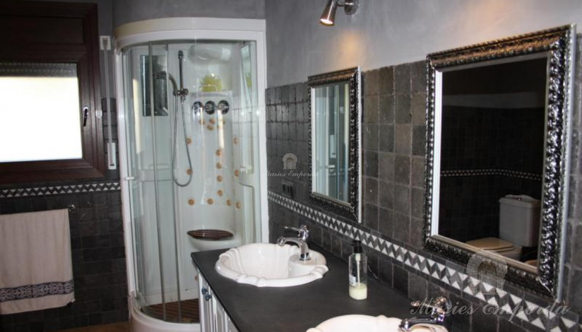 Baño completo de las habitaciones