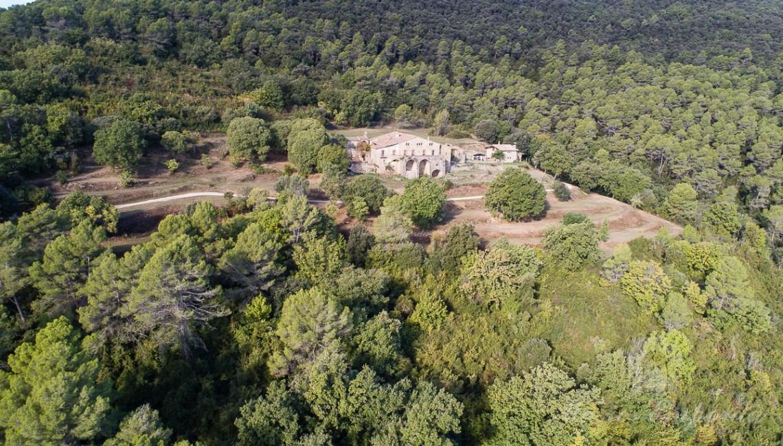 Vista aèria panoràmica de la masia