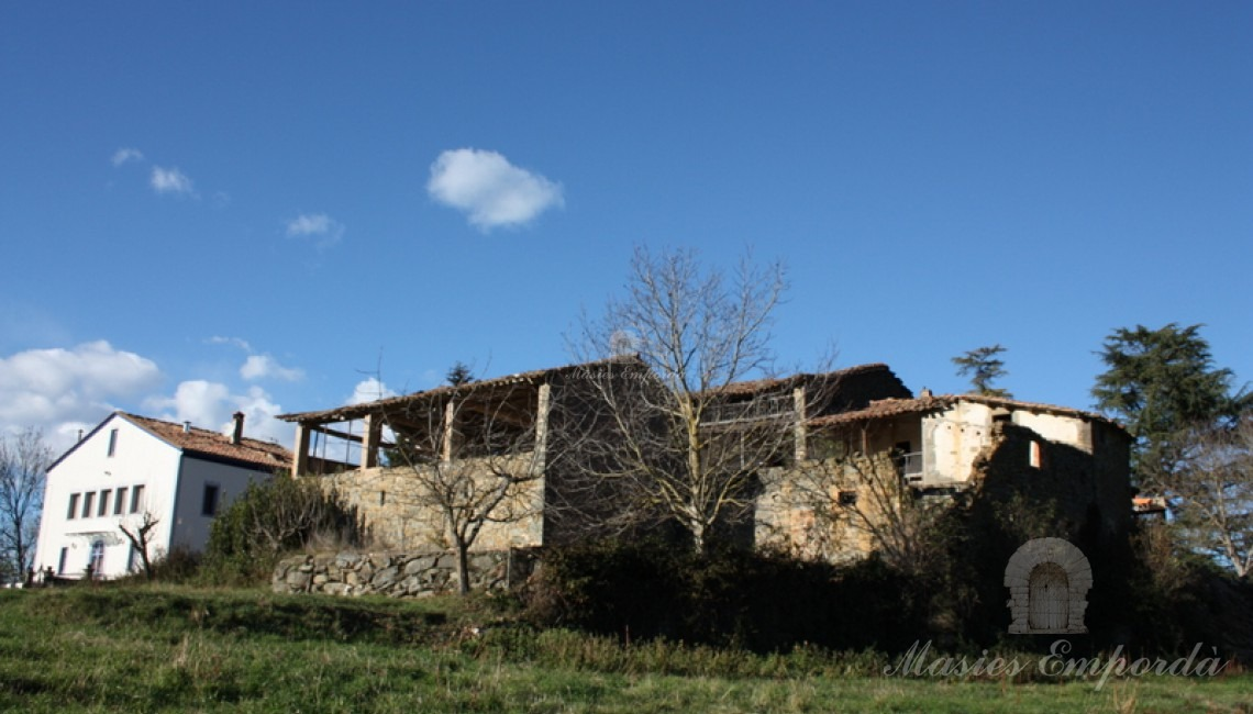 Detalle de la casa desde los campos