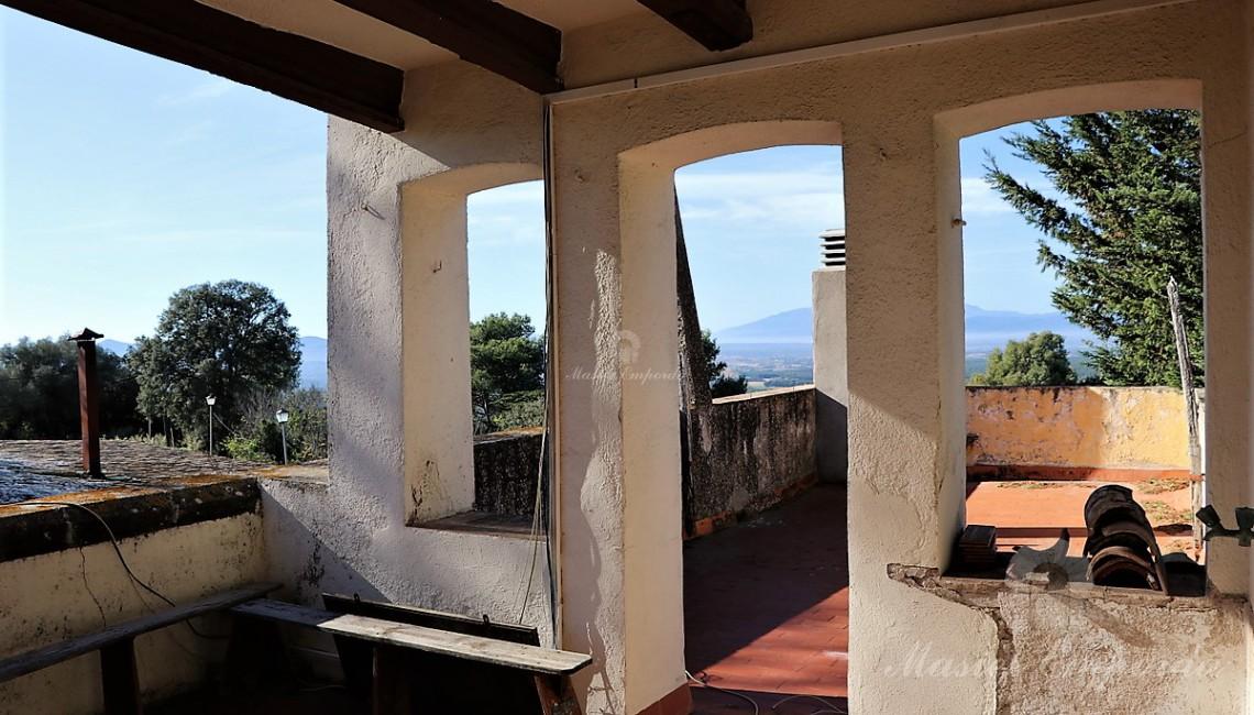 Terraza solárium de la primera planta con vistas extraordinarias de la comarca