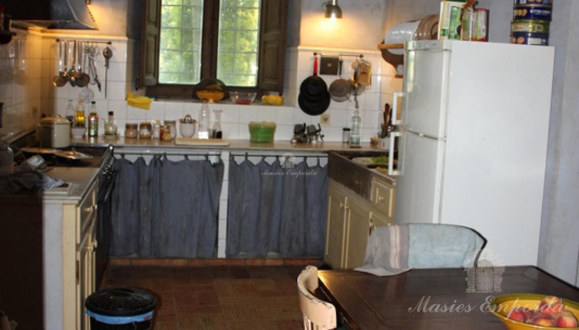 Vista de la cocina y despensa