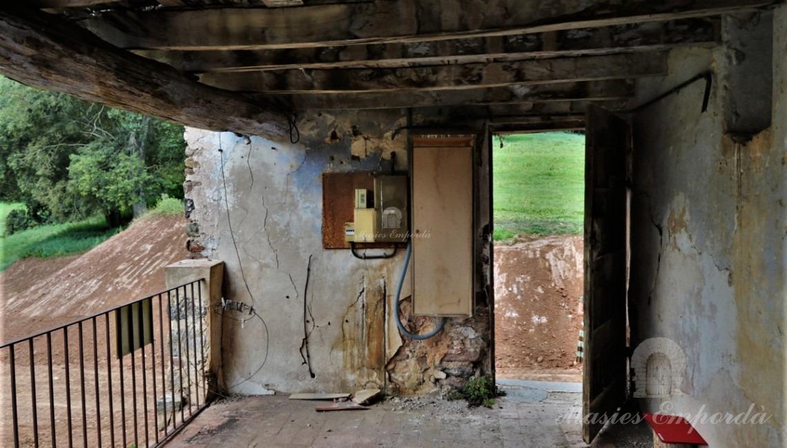 Entrada a la terrassa d'accés a la masia