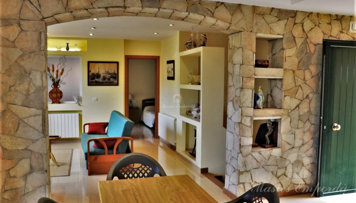 Vista general del salón, comedor y cocina de la casa