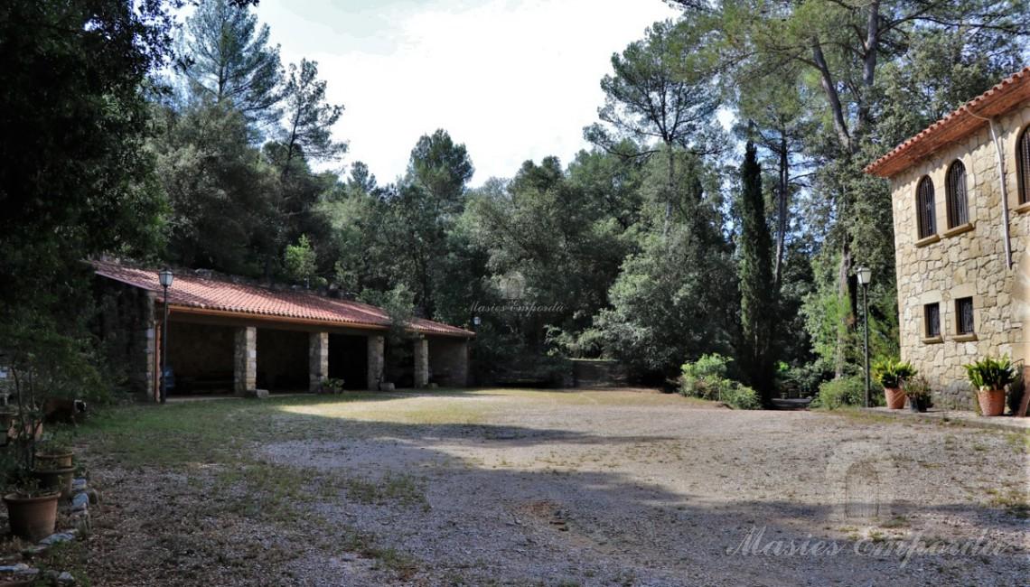 Vista del porxo i la masia