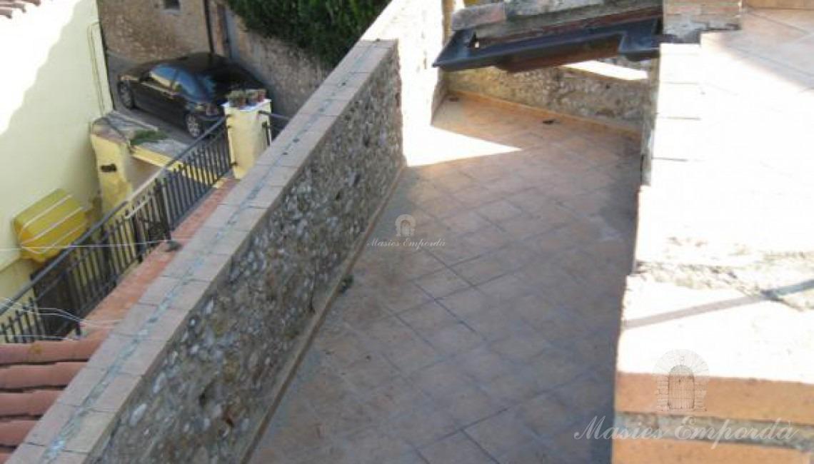 Detalle de la escalera y la terraza de la planta tercera