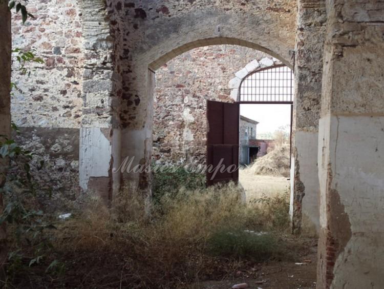 Detalle de la perspectiva de la entrada desde dentro del pajar