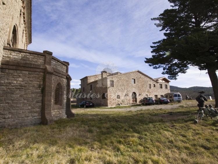 Vistas del castillo y la masía