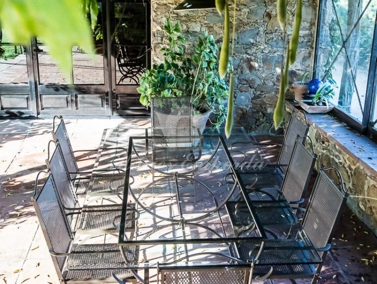 Comedor de verano exterior junto a la cocina