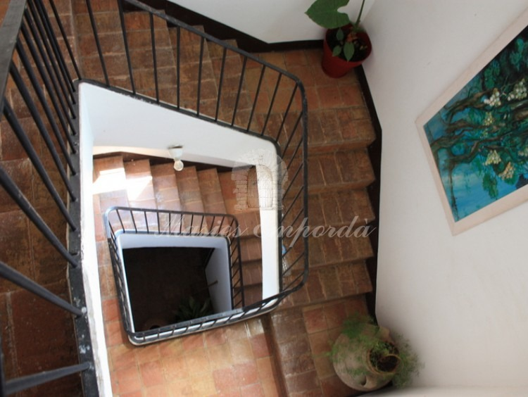 Escalera de acceso a plantas