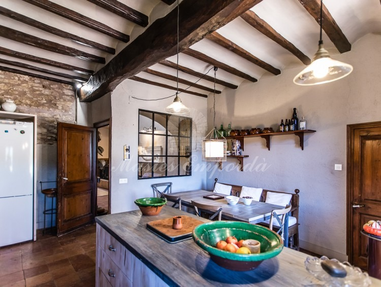 Desde otro ángulo vista de la cocina de la casa vista.