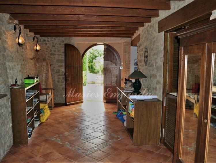 Hall d'entrada a la masia
