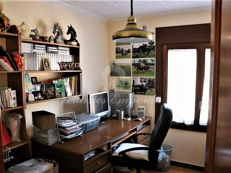 Habitació utilitzada com a despatx