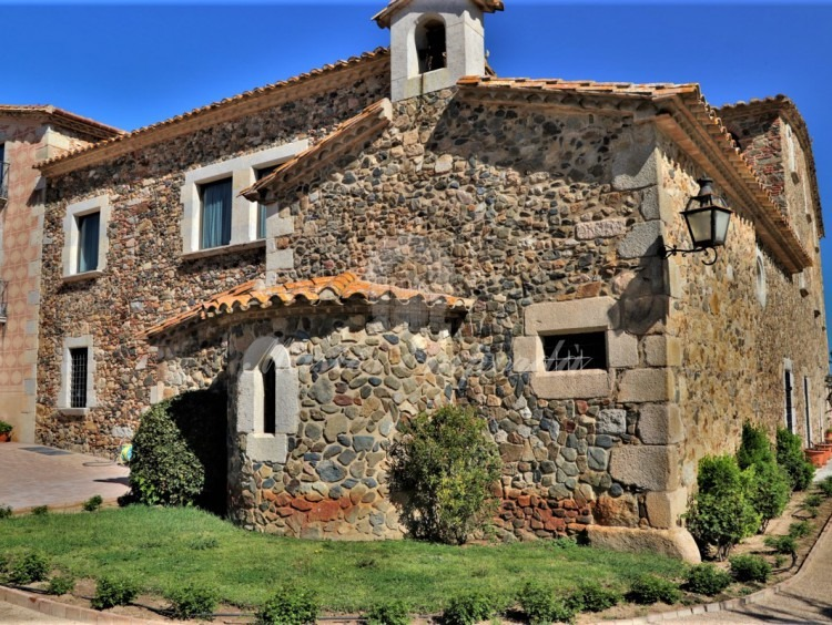 Detall de la capella de la masia