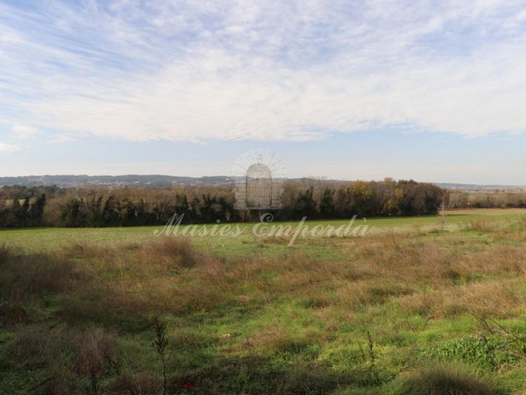 Vista de les parcel·les i dels camps i boscos